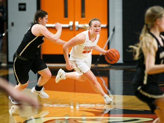 Silverton's Maggie Roth (20) drives down the court