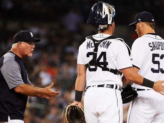 Detroit Tigers manager Ron Gardenhire (15) takes the