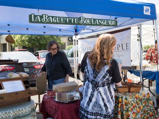 From left, Lisa Carolin of La Baguette speaks with