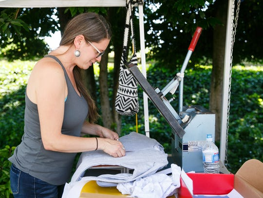 Roanna Gingrich with Rofe Designs presses a t-shirt