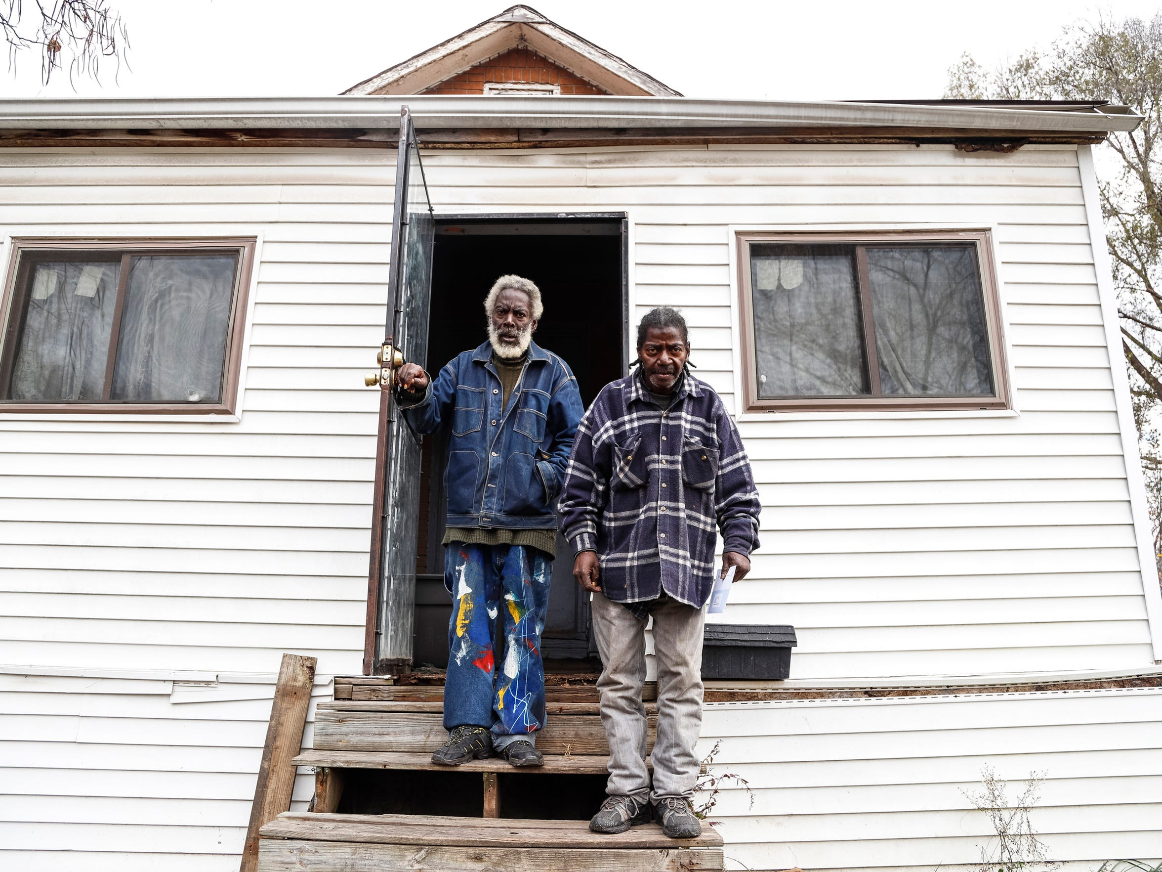 Squatters, dead bodies, drugs found in Detroit land bank
