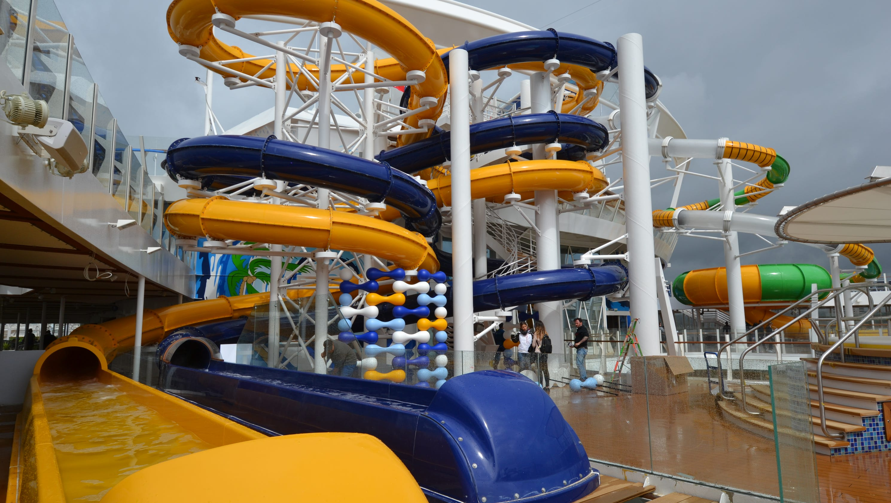 Photos the giant water slides of harmony of the seas - The giant slide apartament ...