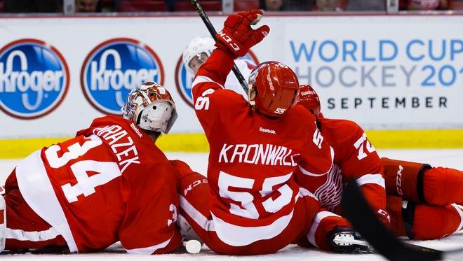 Detroit Red Wings defenseman Niklas Kronwall (55) falls injures his right leg March 12, 2016.