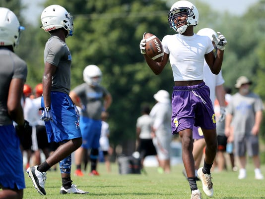 636670118201828480-28-Marshall-and-Clarks-at-Riverdale-7on7.JPG