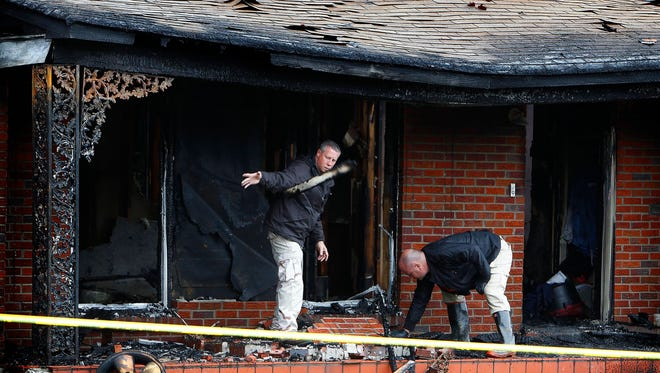 October 16, 2013 – A day after Aaron Dumas died in the bathtub of a burning house, Memphis Police investigate the charred remains of the burnt out home at 1383 Worthington Wednesday afternoon. While barricaded inside Dumas set fire to the house Tuesday evening as Memphis Police TACT team members fired tear gas into the home. Dumas shot two TACT team members as they tried to serve him with a warrant for attempted murder. (Mark Weber/The Commercial Appeal)