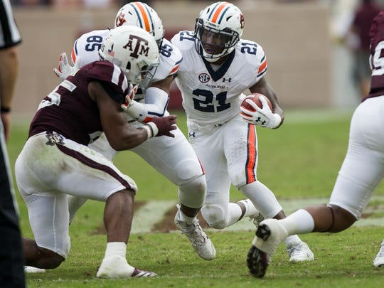 Kerryon Johnson (21) won SEC Offensive Player of the Year honors this past season.