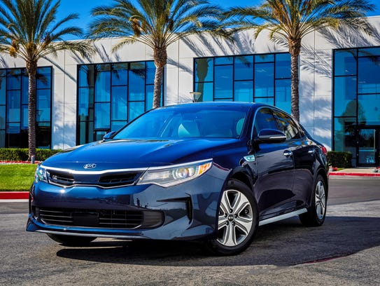 The 2017 Optima Hybrid features a new 2.0-liter GDI