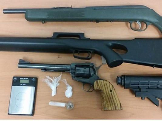 635785587551040957-parole-guns