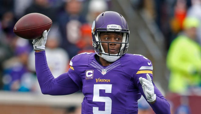 Minnesota Vikings quarterback Teddy Bridgewater (5) passes against the Chicago Bears in the second quarter at TCF Bank Stadium.