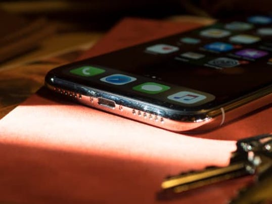 Apple-iPhone-X-Lightning-Port.jpg