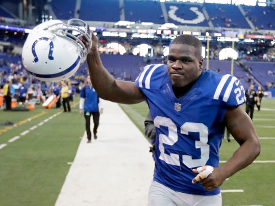 Indianapolis Colts' Frank Gore runs off the field following an NFL football game against the Houston Texans, Sunday, Dec. 31, 2017, in Indianapolis.The Colts won 22-13. (AP Photo/Michael Conroy)
