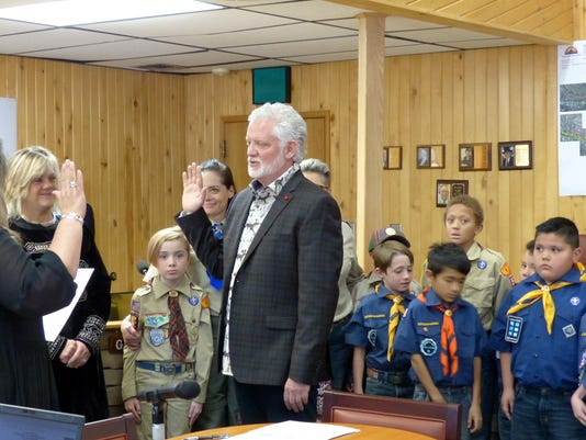 scouts watch as crawford is sworn in