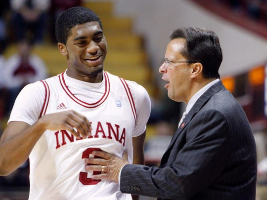 I U coach Tom Crean talking with former player Maurice Creek in 2010.