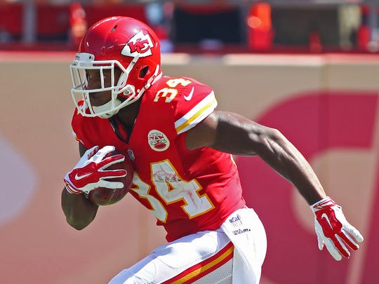 Kansas City Chiefs running back Knile Davis is expected to be in Shreveport in June for a free youth football camp.