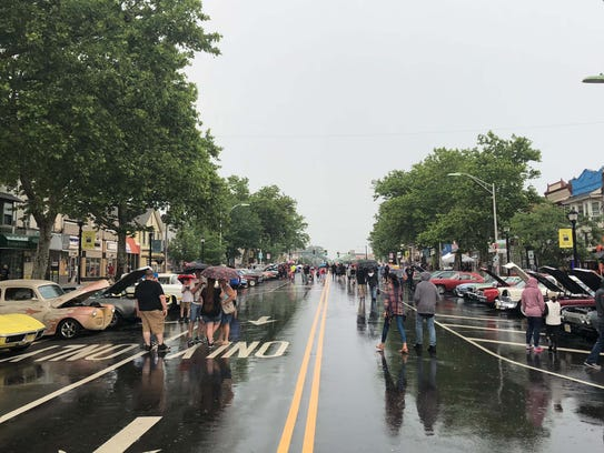 Thunderstorms and downpours did not put the brakes