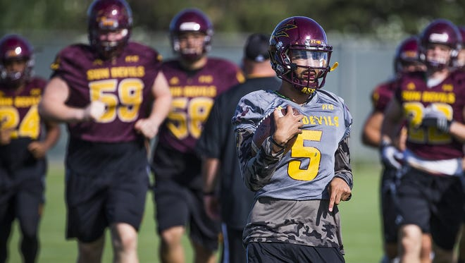 The Arizona State University football team practices on campus in Tempe, Tuesday, November 1, 2016.  Quarterback Manny Wilkins runs with a ball.