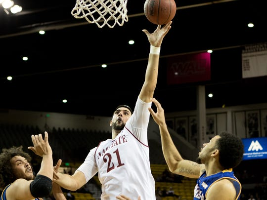 New Mexico State center Tanveer Bhullar puts up a shot