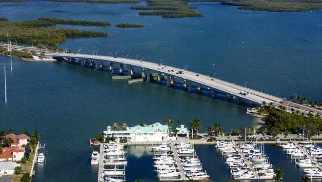 File: The Judge S.S. Jolley Bridge leading to Marco Island.