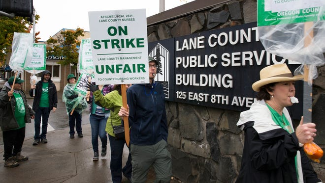 Lane County workers continue picketing outside the Lane County Courthouse in Eugene, Ore. Thursday Oct. 19, 2017.