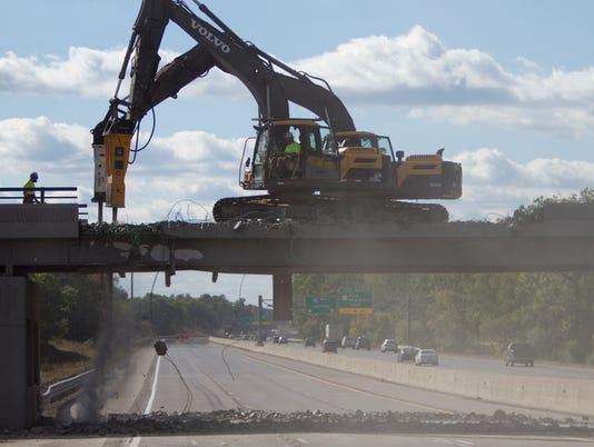 636422135449373178-Overpass-demolition-01.jpg