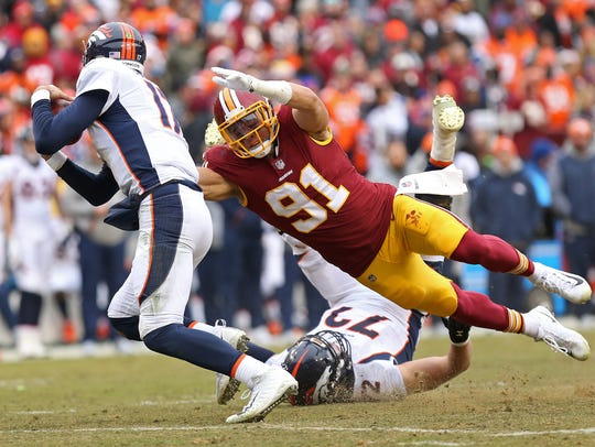 Redskins outside linebacker Ryan Kerrigan (91) sacks Denver Broncos quarterback Brock Osweiler (17) .