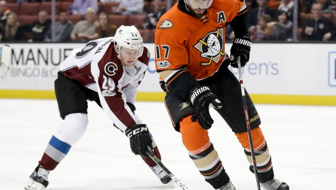 Anaheim Ducks center Ryan Kesler, right, vies for the puck with Colorado Avalanche center Nathan MacKinnon during the first period of an NHL hockey game in Anaheim, Calif., Tuesday, Jan. 31, 2017. (AP Photo/Chris Carlson)