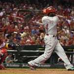 Reds' Brandon Phillips leaves game with hand injury
