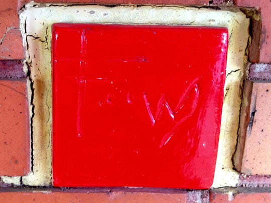 A red tile serves as Frank Lloyd Wright¿s autograph
