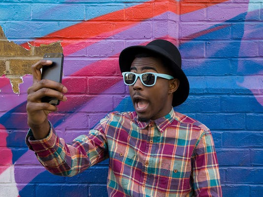 032318 man taking selfie with smartphone