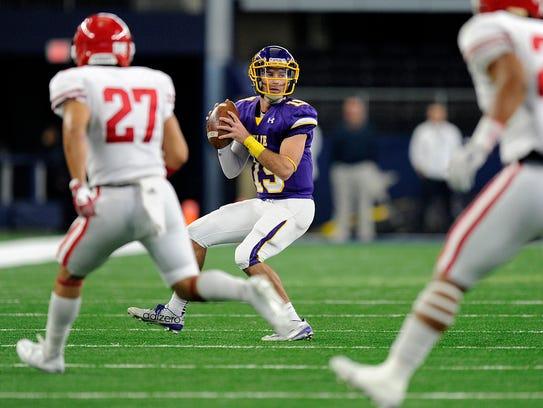 Wylie quarterback Zach Smith (19) looks for a receiver