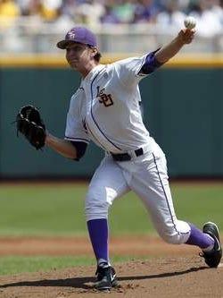 LSU's Cody Glenn throws a pitch.