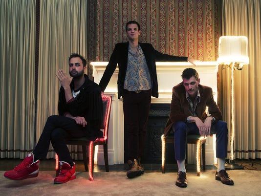 636004719584520747-Houndmouth-trio.jpeg