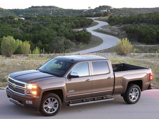 1400162185000-2014-Chevrolet-SilveradoHighCtry-079