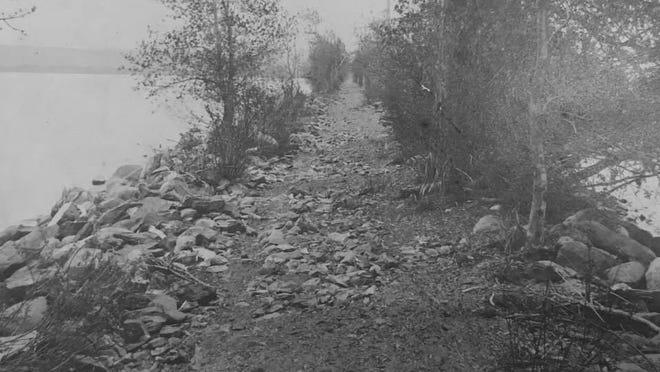 A 1906 photo of the sandbar from an original taken by Ralph O. Stratton.