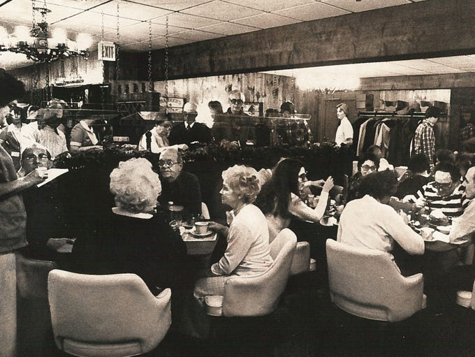 A full dining room in Arner's Family Diner in 1979.