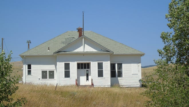 Memories of the now-closed one-room schoolhouse she attended in Lennep have helped spurred Jocelyn Cahill to work with neighbors to attempt to found a new one-room schoolhouse for the children of the Martinsdale area.