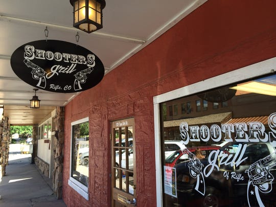 shooters grille sign