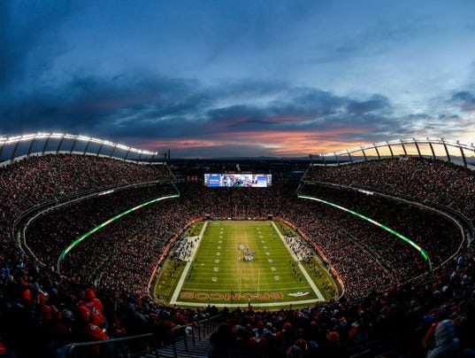 USP NFL: OAKLAND RAIDERS AT DENVER BRONCOS S FBN USA CO