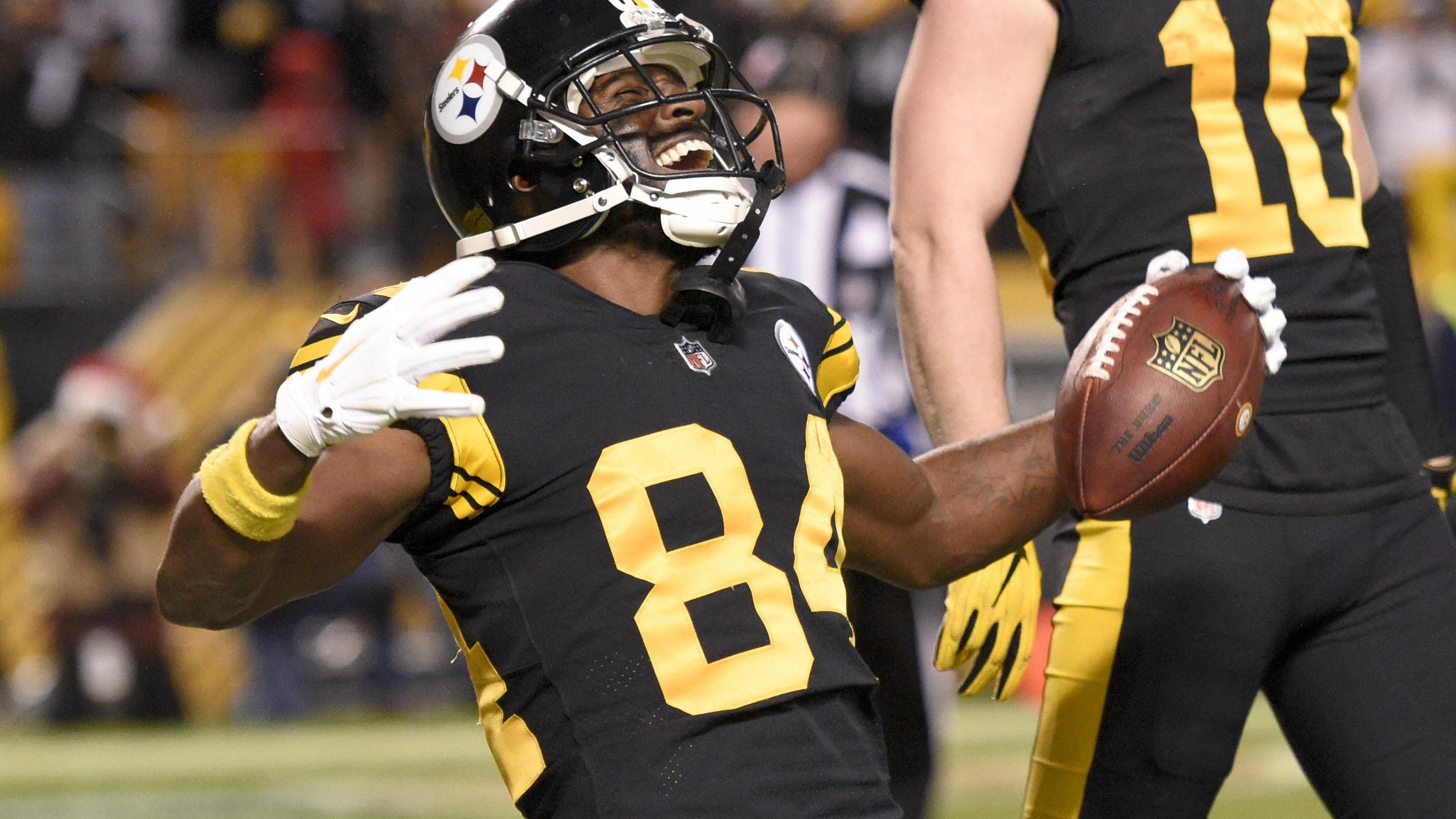 Antonio Brown meets with Steelers' Art Rooney, saying 'it is time to move on'