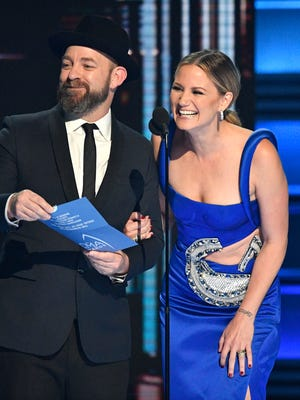 Kristian Bush and Jennifer Nettles of Sugarland introduce the winners of the Duo of the Year award during the CMA Awards on Nov. 8, 2017, at Bridgestone Arena in Nashville.