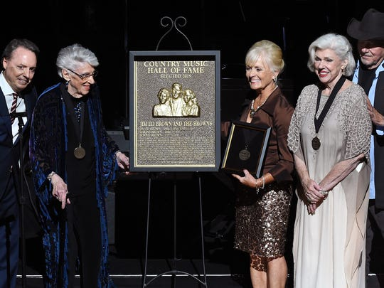 From left, Jody Williams, Maxine Brown, Becky Brown, Bonnie Brown, and Bobby Bare with the plaque honoring Jim Ed Brown and The Browns during The Country Music Hall of Fame 2015 Medallion Ceremony.