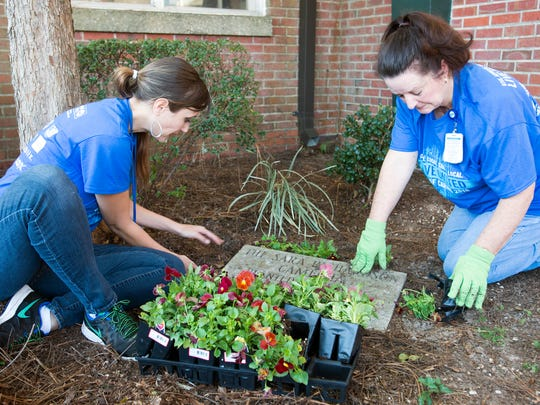 Florida Blue employees Christine Burgos and Janet Speranzi-Cannon volunteer their time sprucing up the courtyards at O.J. Semmes Elementary School during the United Way Day of Caring.