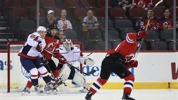 New Jersey Devils right wing Kyle Palmieri (21) takes