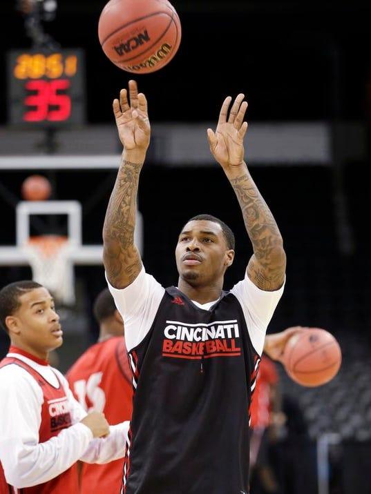 NCAA Cincinnati Baske_Wald.jpg