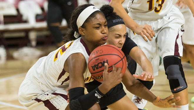 Mountain Pointe's Morgan Greene (left) and Hamilton's Payton Whitmore battle for a loose ball during the MLK Basketball Classic at Wells Fargo Arena on Jan. 19, 2015.