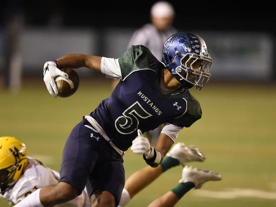 Damonte's Tai Allison carries the ball against Bishop