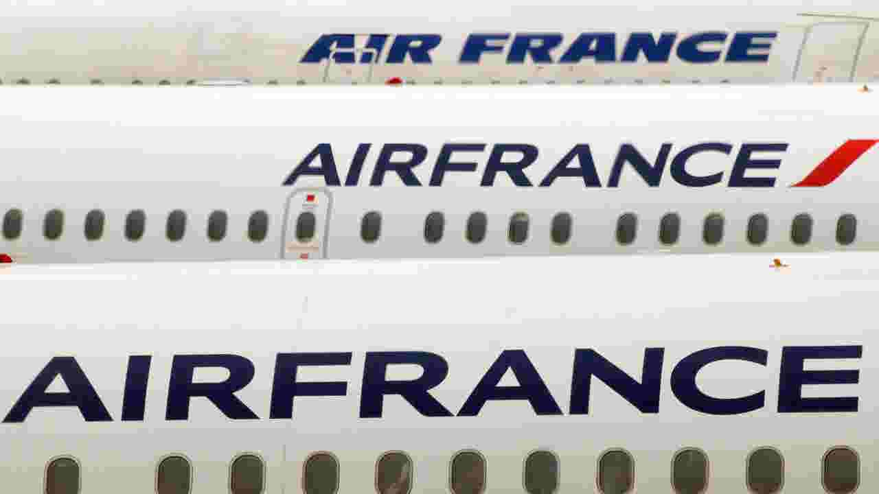 Strike air france cancels 30 of flights air france cancels 30 of flights as strike roils operations sciox Image collections