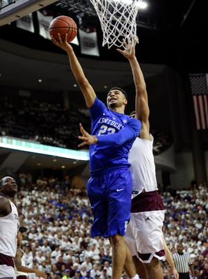 Kentucky Wildcats guard Jamal Murray drives to the basket against Texas A&M.