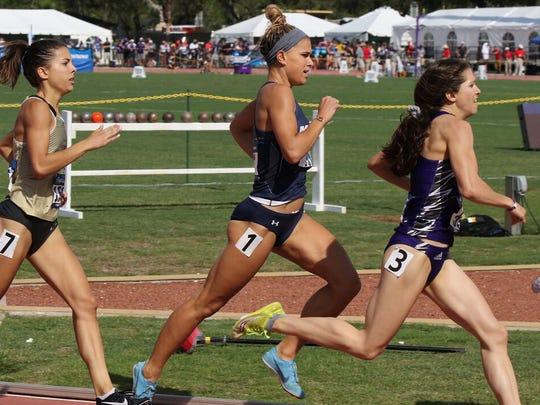 Allie Wilson (center) runs for Monmouth University