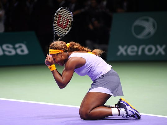 2013-10-27 wta finale serena to her knees
